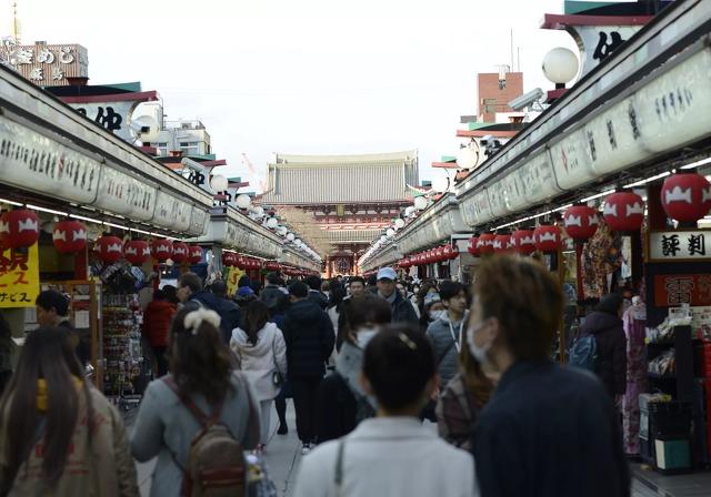 Tokió legnevesebb turista látványossága, az Aszakusza-negyed idén március 15-én
